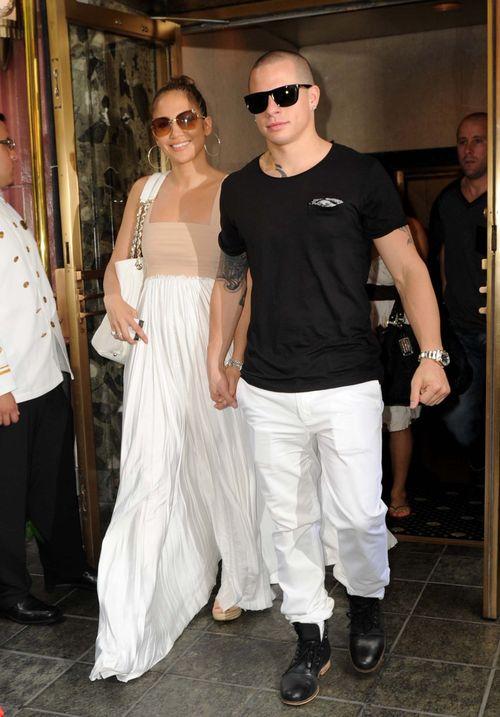Jennifer Lopez �wi�towa�a urodziny  (FOTO)