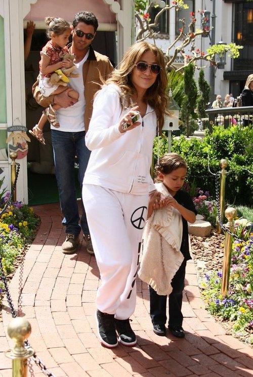 Jennifer Lopez z dziećmi i z chłopakiem (FOTO)