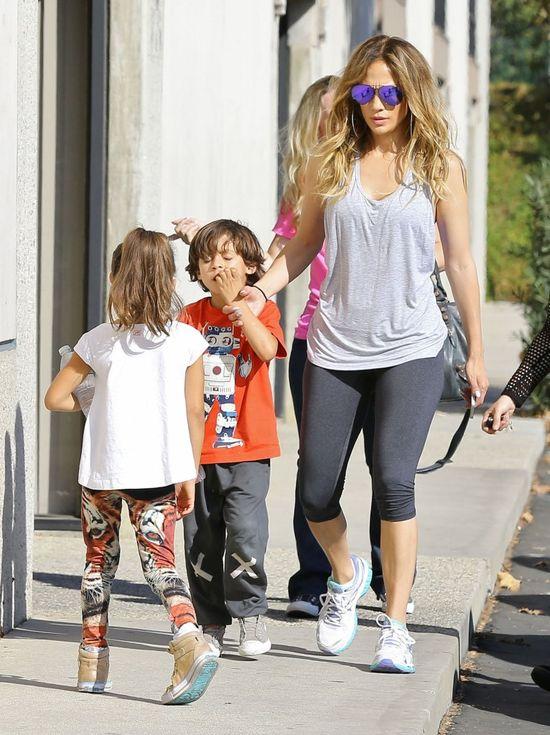Jennifer Lopez z dziećmi na okładce People (FOTO)