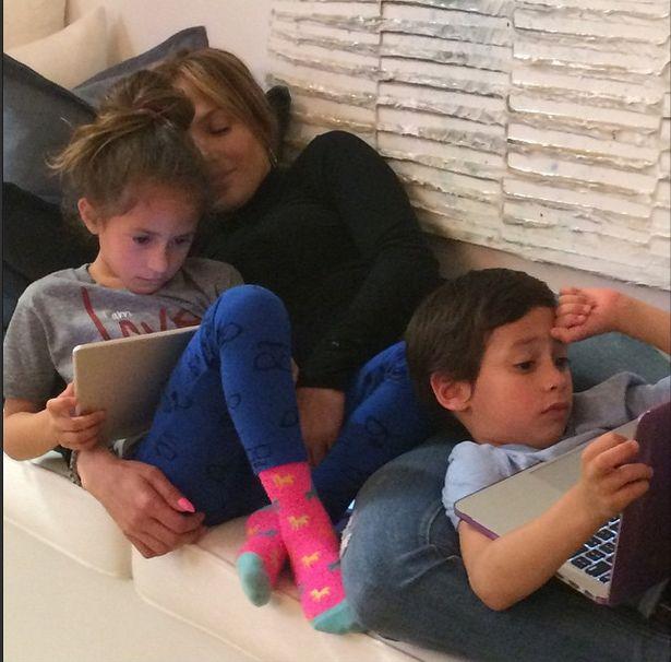 Tak Jennifer Lopez relaksuje się z dziećmi (FOTO)