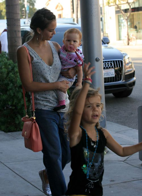 Mąż Alby dzielnie pomaga w opiece nad dziećmi (FOTO)