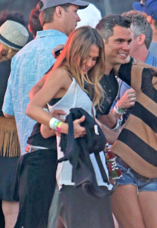 Jessica Alba - romantycznie z m�em na imprezie (FOTO)