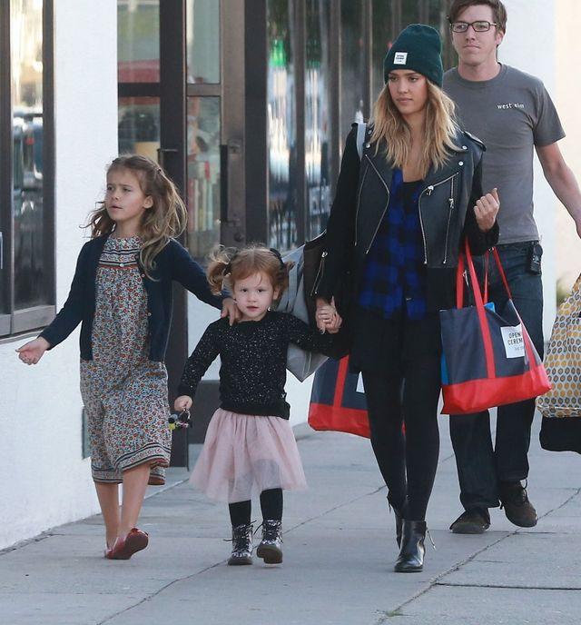 Czego Jessica Alba uczy swoje córki?