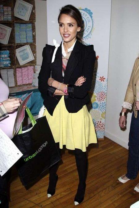 Jessica Alba wygląda jak nastolatka (FOTO)