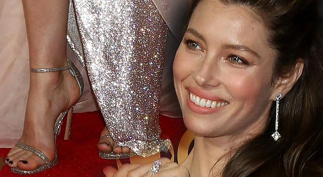 Emmy 2017 - Jessica Biel pokazała nogi, ale... gdzie się podział jej biust?