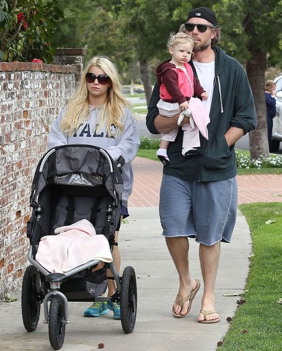 Jessica Simpson Wielkanoc spędza z rodziną (FOTO)