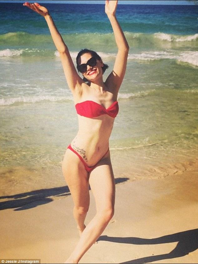 Jessie J w jeszcze bardziej skąpym bikini...