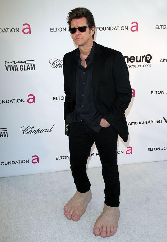 Wielkie, bose stopy na przyj�ciu u Eltona Johna (FOTO)