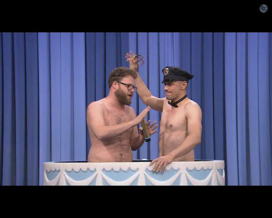 P�nadzy Franco i Rogen w olbrzymim torcie [VIDEO]