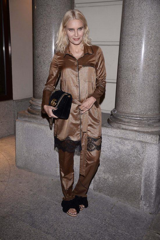 Tylko ONA mogła przyjść na pokaz w piżamie i klapkach z futerkiem (FOTO)