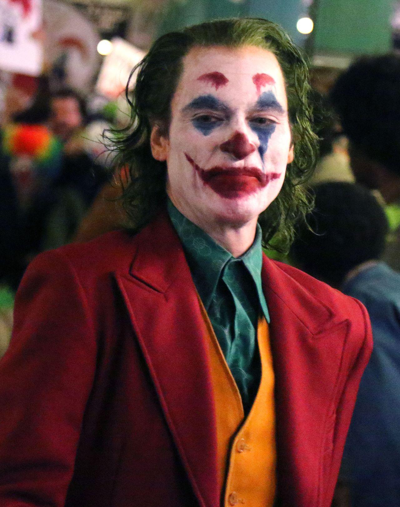 Joaquin Phoenix w roli Jokera na planie nowego filmu (ZDJĘCIA)