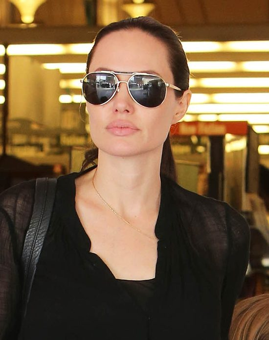 Szarpana emocjami 25-letnia Angelina Jolie [VIDEO]