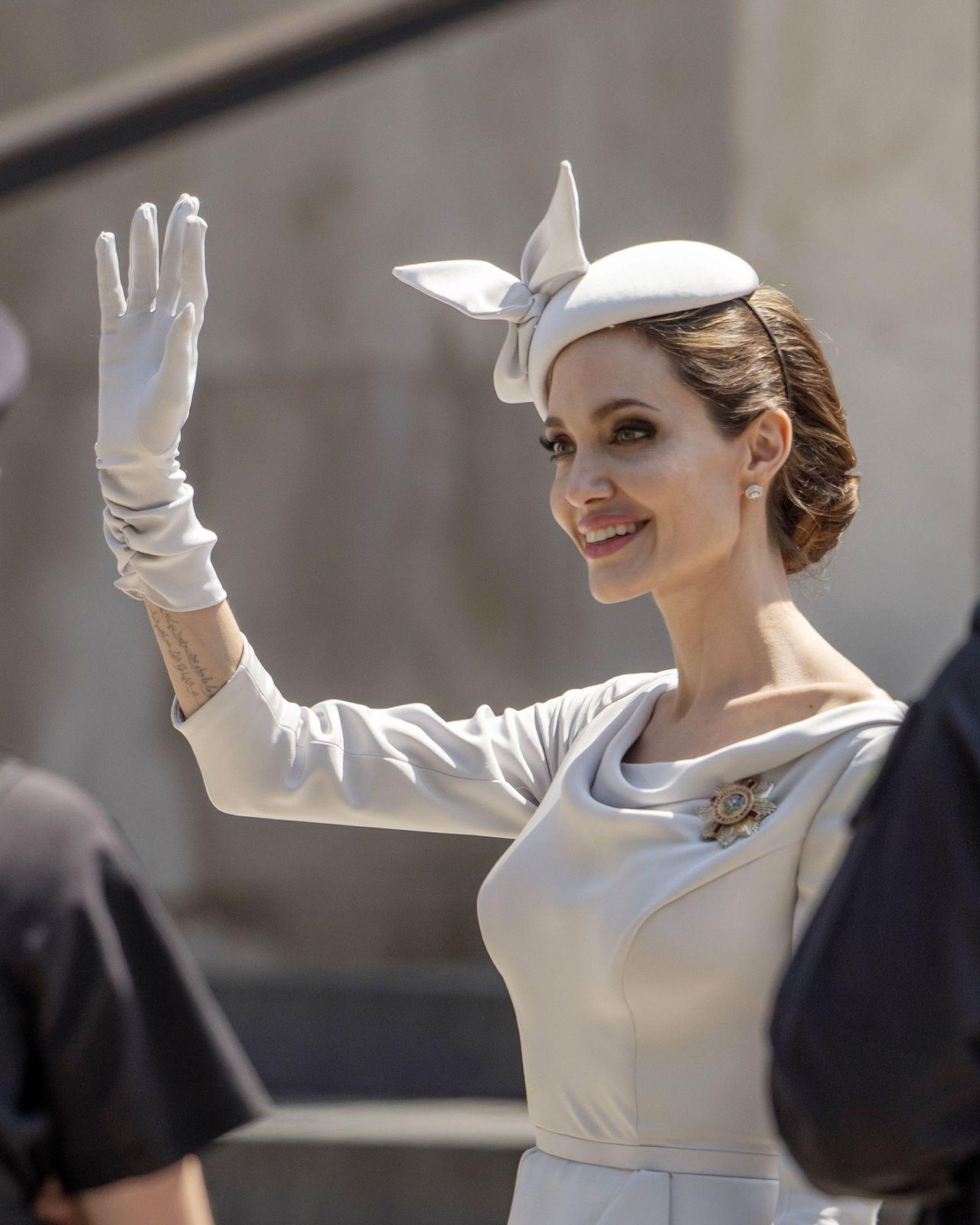 Angelina Jolie niczym KSIĘŻNA na uroczystości w Londynie (ZDJĘCIA)