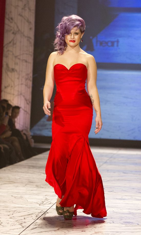 Gwiazdy w czerwonych sukniach na Mercedes Fashion Week