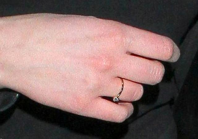 Skromny pierścionek zaręczynowy Julii Kamińskiej (FOTO)