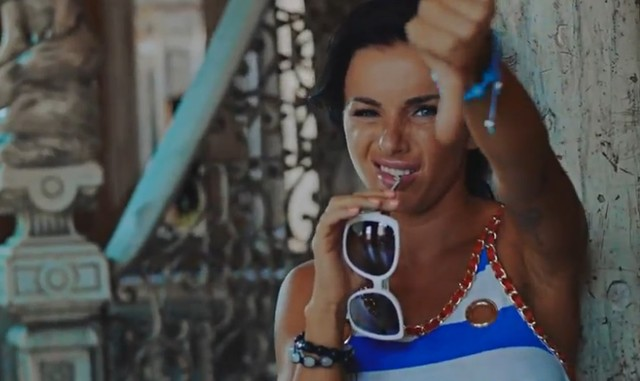 Julia Volkova z TaTu w gorsz�cym teledysku (VIDEO)