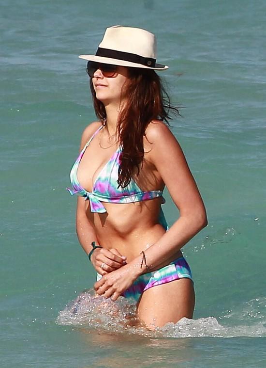Julianne Hough i Nina Dobrev pokazują wdzięki w bikini