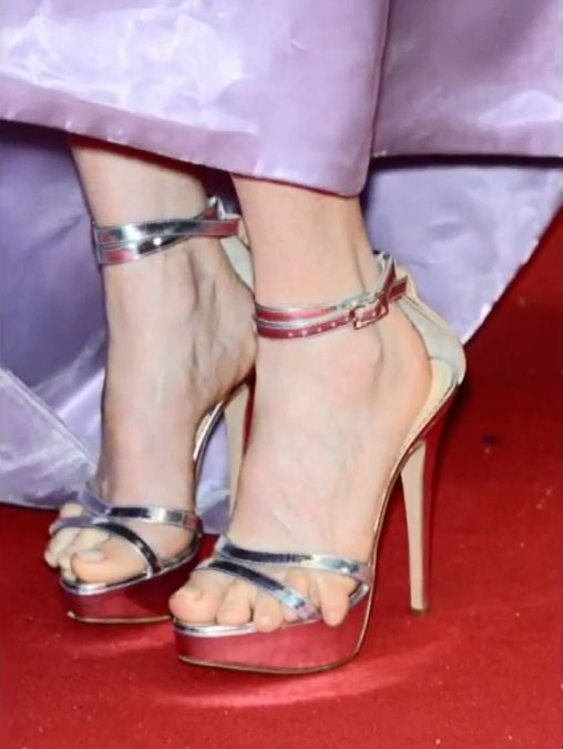 Czyje to stopy?