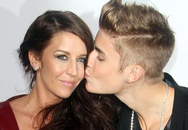 Justin Bieber na imprezę przyszedł z... mamą (FOTO)