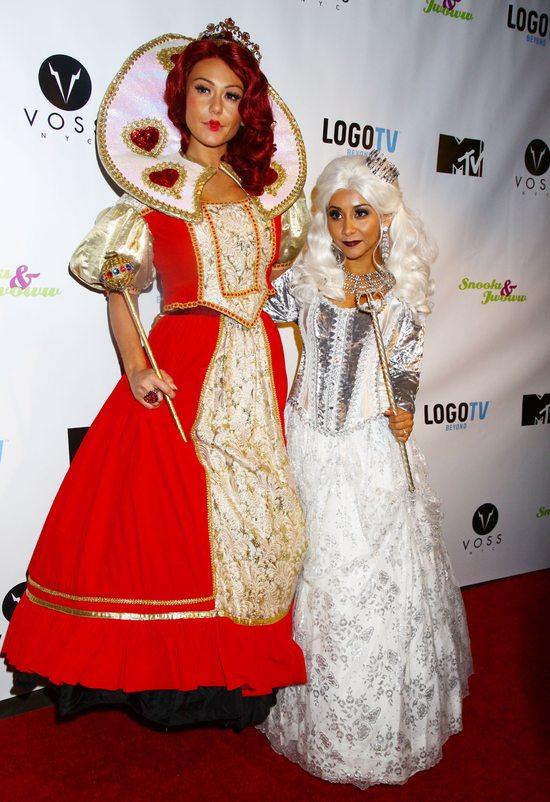 Snooki i JWoww przebrane za dwie królowe (FOTO)