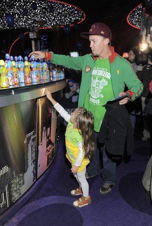 Mąż Steczkowskiej i inni celebryci na premierze z dziećmi