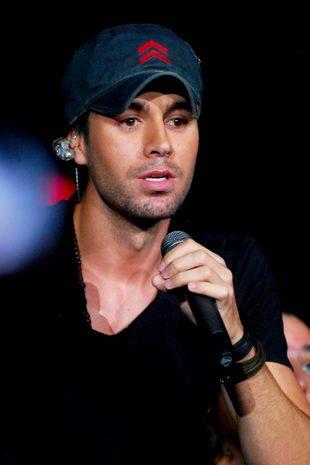Enrique Iglesias śpiewa, jak to jest, gdy się zakochuje