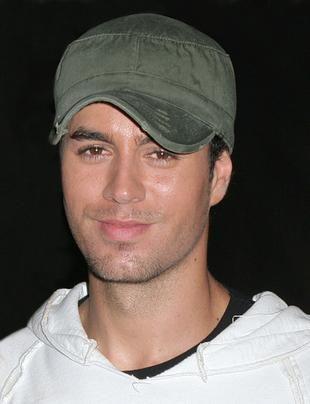 Enrique Iglesias lubi chodzić nago przy kumplach