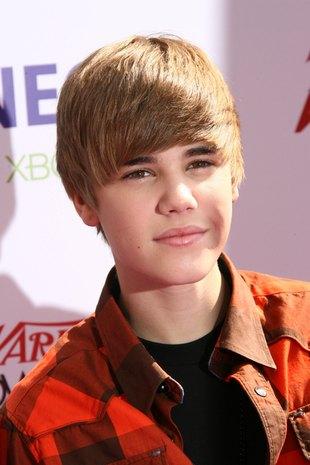 Ile czasu Justin Bieber spędza na układaniu włosów? (FOTO)