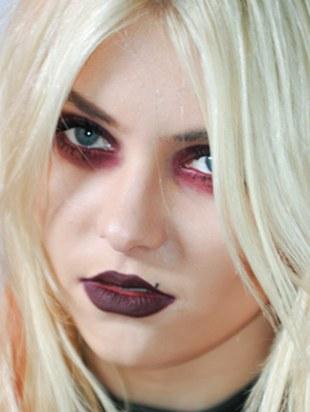 Coraz bardziej wampirza Taylor Momsen (FOTO)