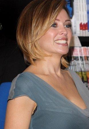 Dannii Minogue dwoi się i troi podczas promocji książki FOTO
