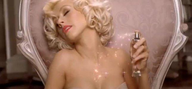 Czy reklama perfum Aguilery to miękkie porno? [VIDEO]