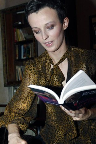 Kamila Łapicka powoli wraca do dłuższych włosów (FOTO)