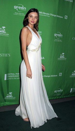 Naga Miranda Kerr pokazuje ciążowy brzuch (FOTO)