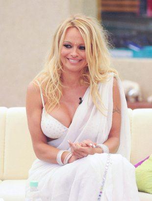 Pamela Anderson z miotłą (FOTO)
