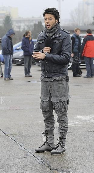 Domyślacie się, kto tak dobrał buty do spodni? (FOTO)