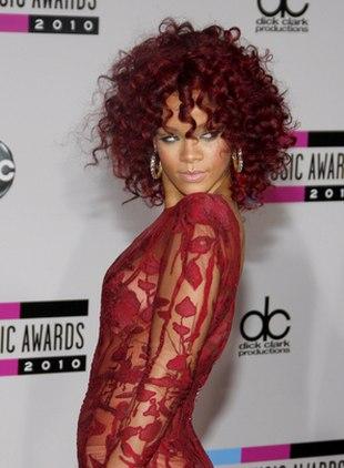 Romantyczna Rihanna w długiej koronkowej sukni (FOTO)