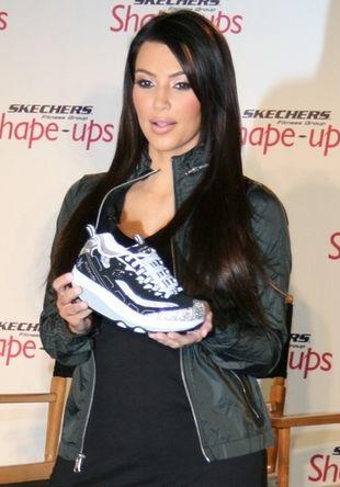 Kim Kardashian reklamuje... sportowe buty! (FOTO)