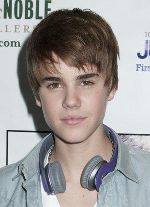 Justin Bieber wydoroślał? (FOTO)