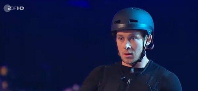 Samuel Koch złamał kręgosłup w programie na żywo [VIDEO]