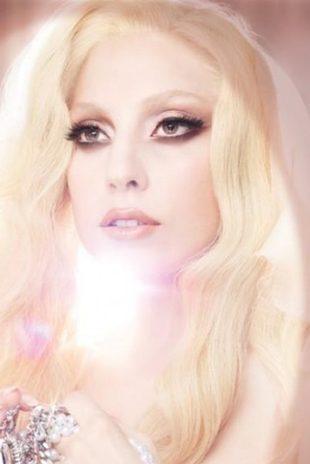 Lady Gaga jak anioł (FOTO)