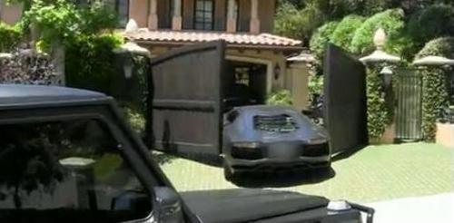 Auto Kanye Westa po incydencie z bramą