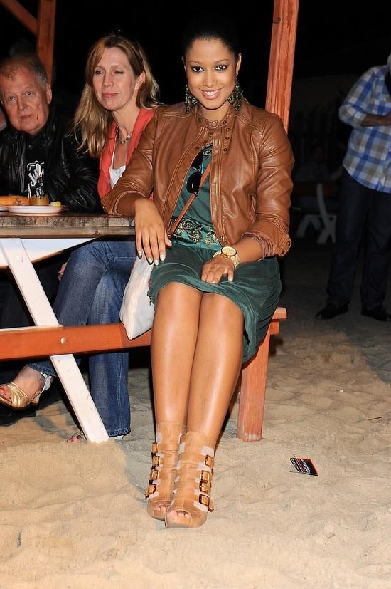 Do kogo należą te pulchniutkie nogi?
