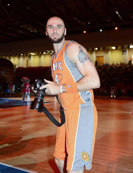 Nie poznalibyście Marcina Gortata... z bujną fryzurą! (FOTO)