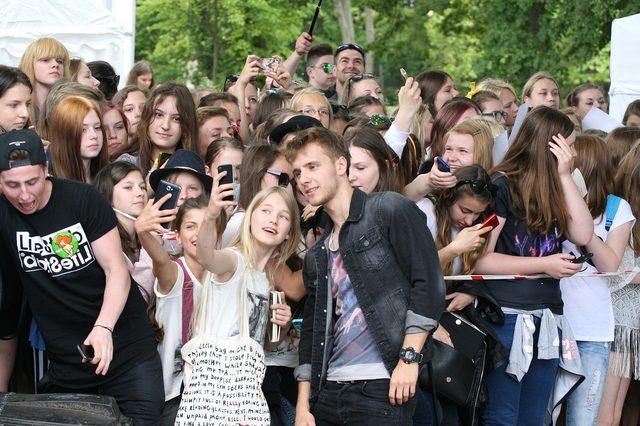 Maff bez retuszu i masa celebrytów na imprezie w Sopocie