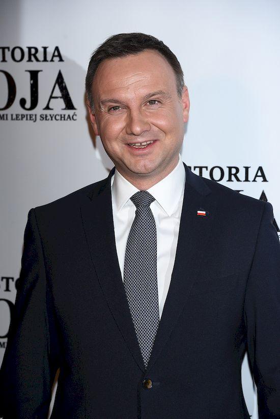 Reakcja Andrzeja Dudy na gola Roberta Lewandowskiego jest przezabawna!