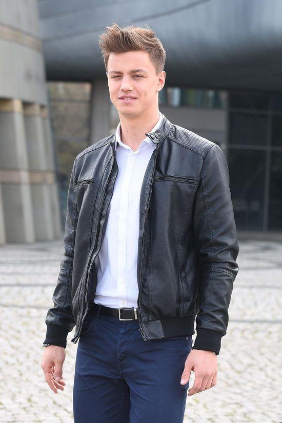 Półnagi Rafał Jonkisz pozuje z modelami MrWorld! (FOTO)