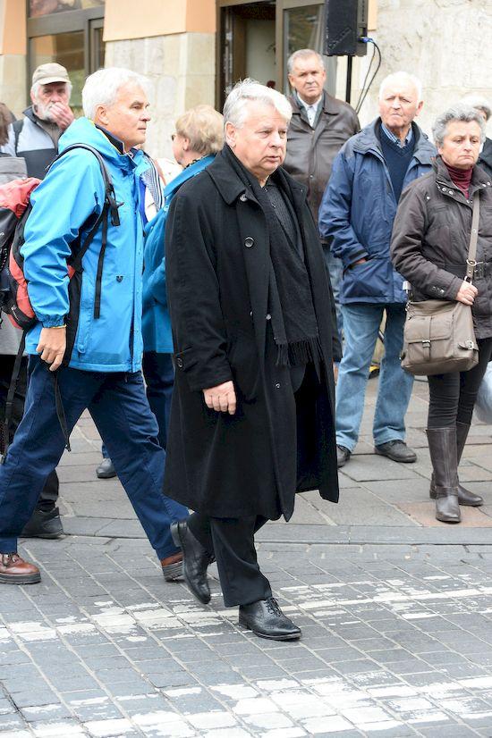 Bliscy i przyjaciele na pogrzebie Andrzeja Wajdy: Komorowski, Dymna, Olbrychski
