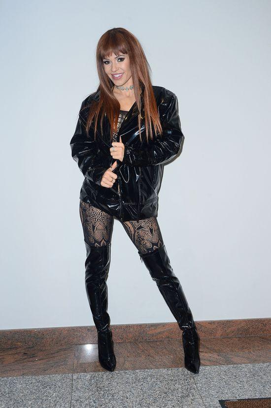 Doda zaśpiewała w klubie gejowskim i wyglądała jak... (FOTO)