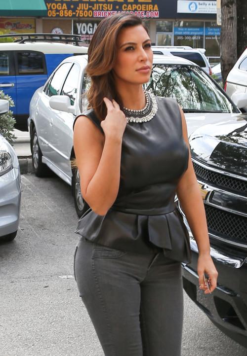 Kim Kardashian chwali się ciałem na Twitterze