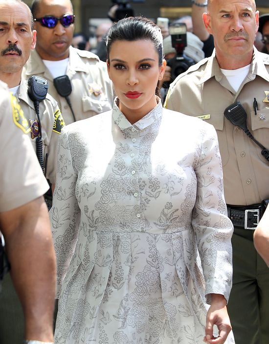 Kim Kardashian z obstawą